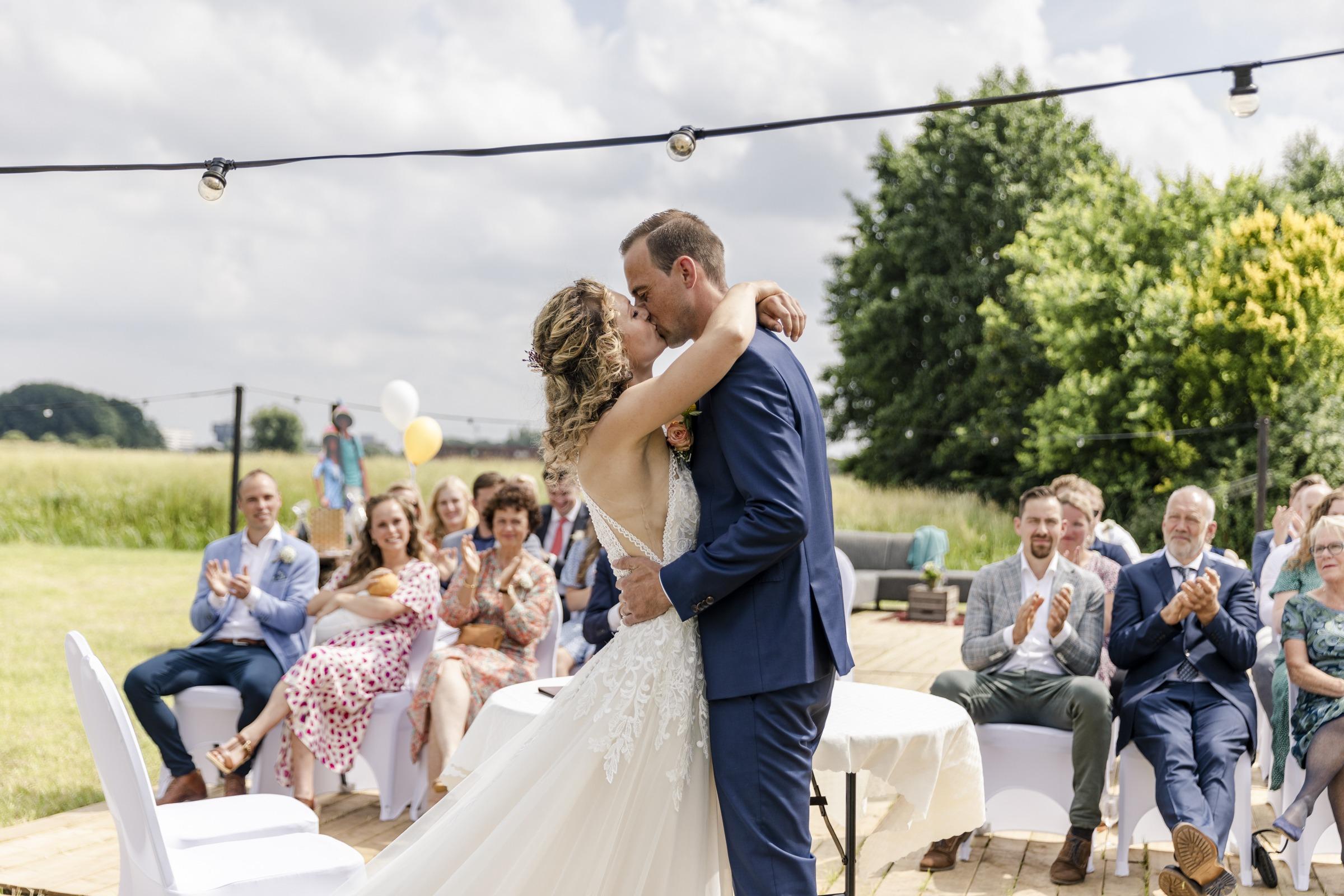 Een prachtig bruidspaar in Friesland